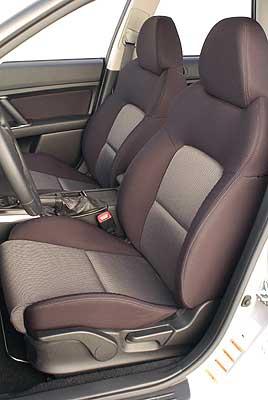 Los asientos son cómodos y sujetan bien el cuerpo.