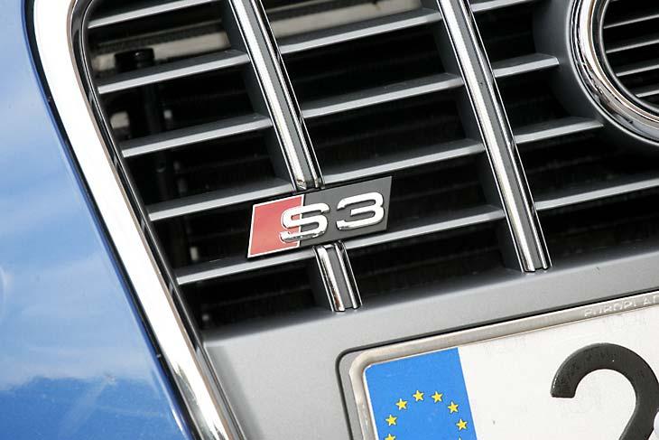 El emblema S3 se ubica discretamente en la rejilla delantera