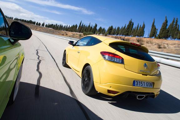 Renault Megane RS vs Seat Leon Cupra R