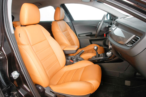 Alfa Romeo Giulietta 1.4 TB Multi-Air Distinctive vs  Opel Astra 1.6 Turbo 16V Sport
