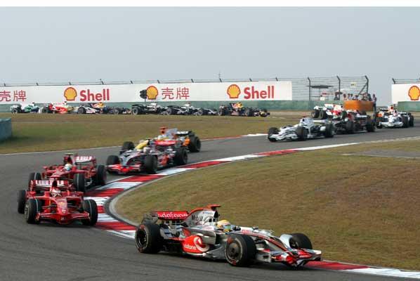 Hamilton gana en China