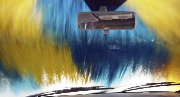 Cómo poner vinilos en tu coche