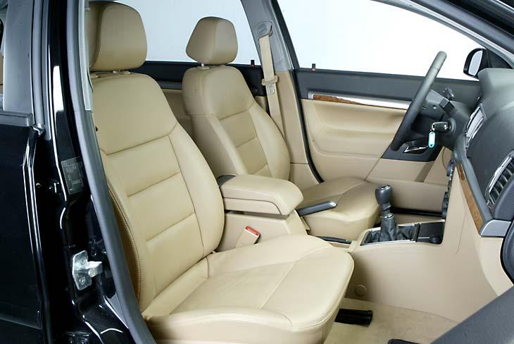 Puesto de conducción muy cómodo, similar al del Vectra.