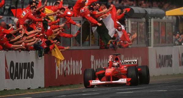 Schumacher intercambia el dorsal con Rosberg