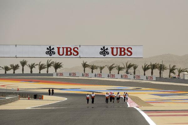 El circuito de Bahrein, situado en pleno desierto, siempre deja estas particulares instantáneas