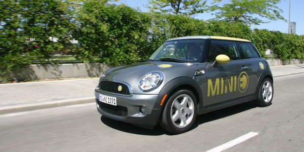 A bordo del Mini E eléctrico