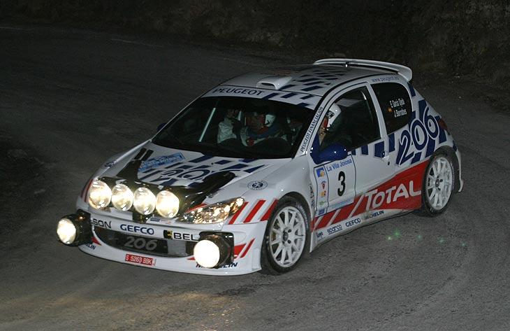 En el Rally de Villajoyosa, el primero de la temporada, el último tramo se disputó de noche. En la foto, Ojeda.