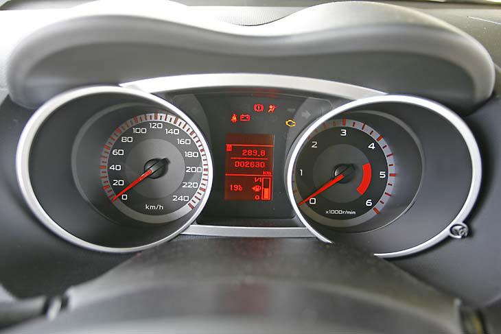 Honda CR-V, Opel Antara y Citroën C-Crosser: interiores
