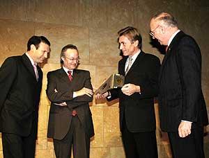 """Renault recoge el premio """"Coche del Año 2003"""""""