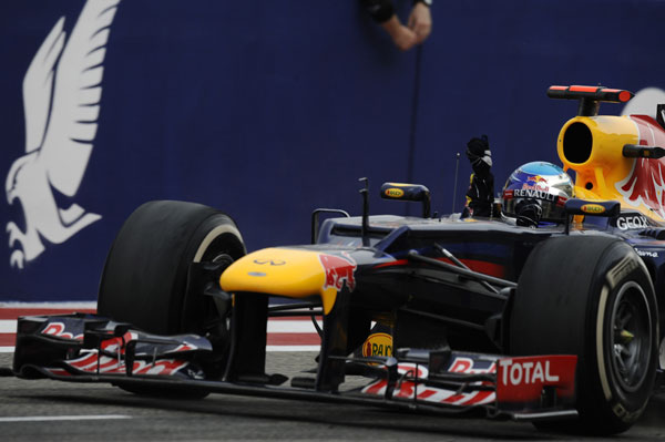 Primera victoria de Vettel esta temporada, que se convierte en el nuevo líder del Mundial