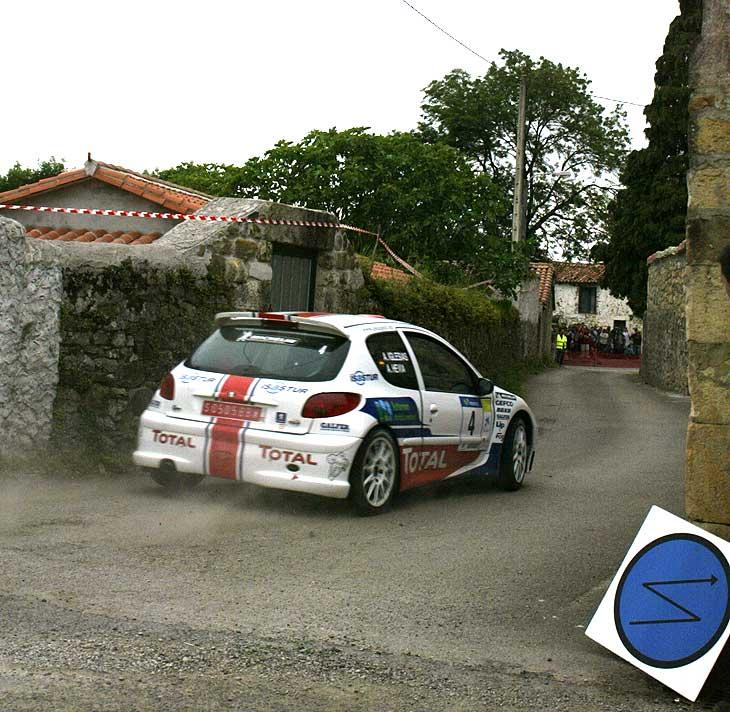 Hevia subió al podio y completó el doblete de Peugeot.