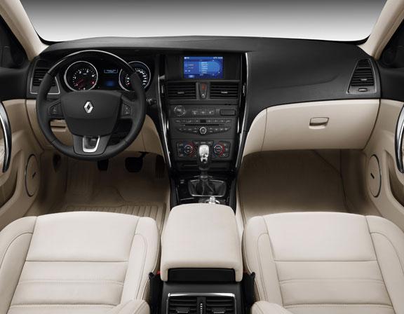 Renault Latitude, el contacto