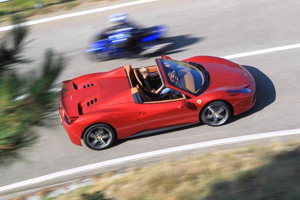 Ferrari 458 Spider el contacto
