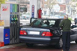 Los consumidores de carburantes, contra las petroleras