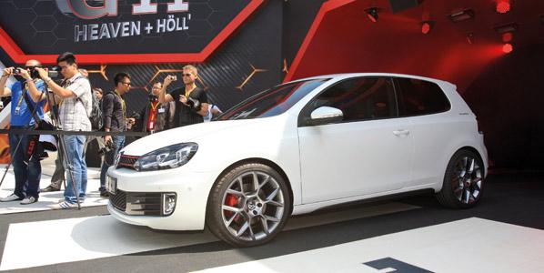 Volkswagen Golf GTI White Concept
