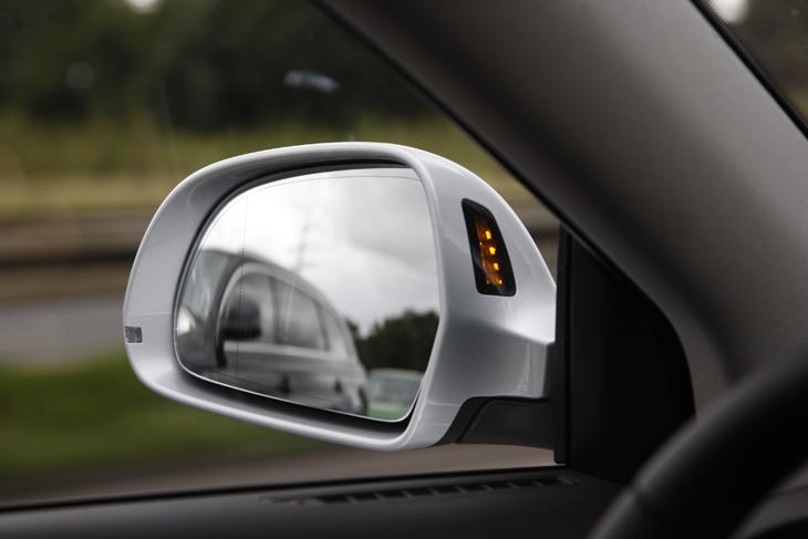 Contacto Audi Q7 V12 TDI detalles