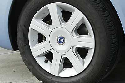 Monta neumáticos 185/60 R14 como opción.