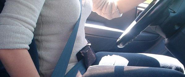Para conducir, mejor quitarse el abrigo