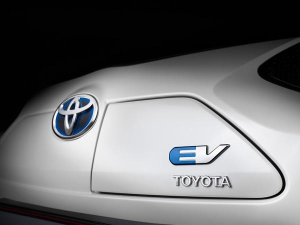 Toyota iQ EV, el pequeño urbano japonés ahora es eléctrico