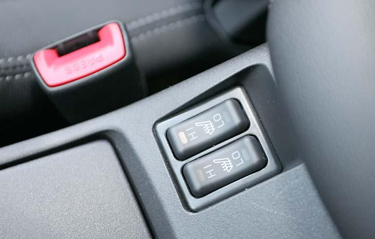 Mitsubishi Lancer Evolution X MR detalles interior