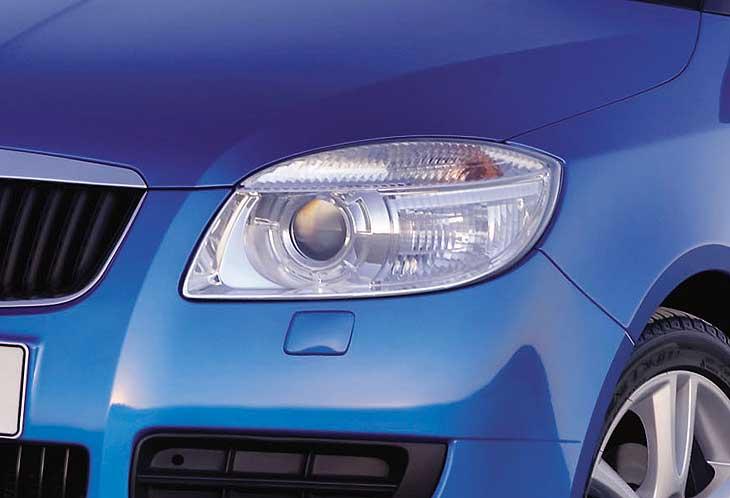 El Roomster contará con faros especiales para la iluminación en curva.