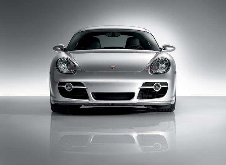 Su delantera tiene toda la belleza emblemática de la casa Porsche.
