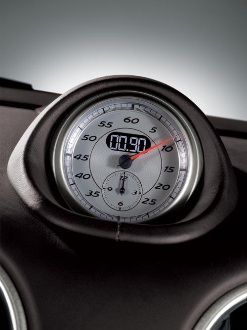Este reloj-cronómetro está situado en el centro del salpicadero; por si hay posibilidad de darse alguna alegría...