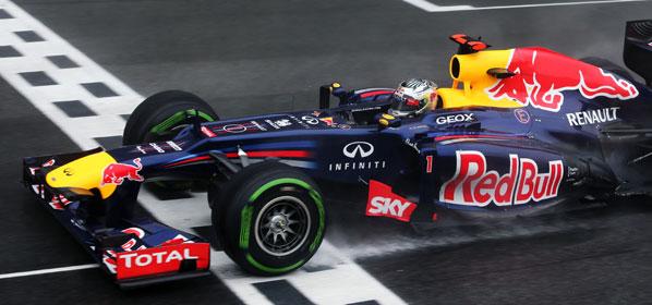 Vettel, tricampeón del mundo en una carrera para la historia