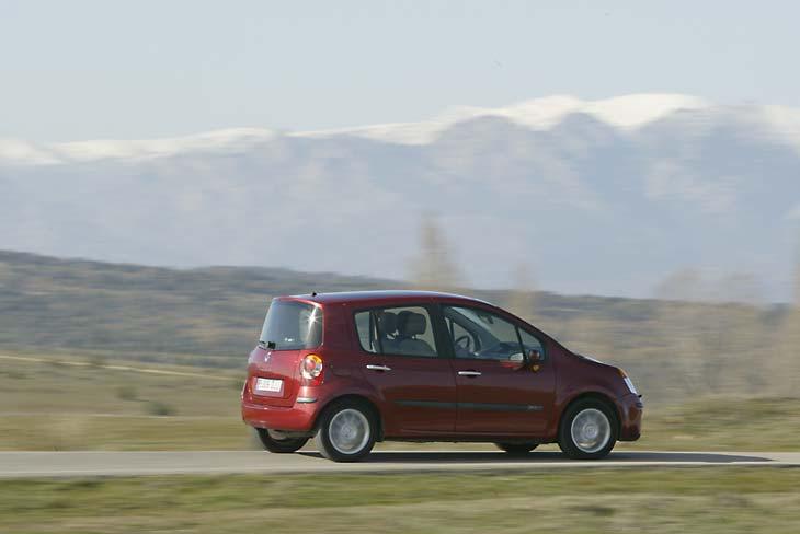 El Modus no destaca por su nivel prestacional, sobre todo si nos damos cuenta que equipa un motor Diesel de 105 CV.