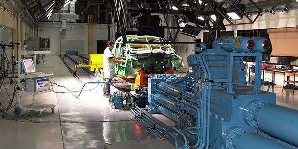 Renault propone congelación salarial a los sindicatos