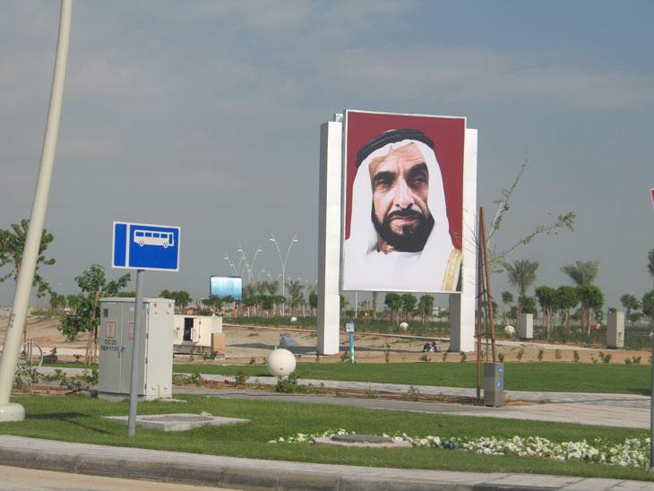 Rodamos en el circuito de Abu Dhabi en un Mercedes SLS AMG