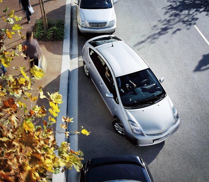 El nuevo Prius puede aparcar sin que el conductor mueva el volante.