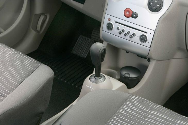 Renault Modus con caja robotizada.