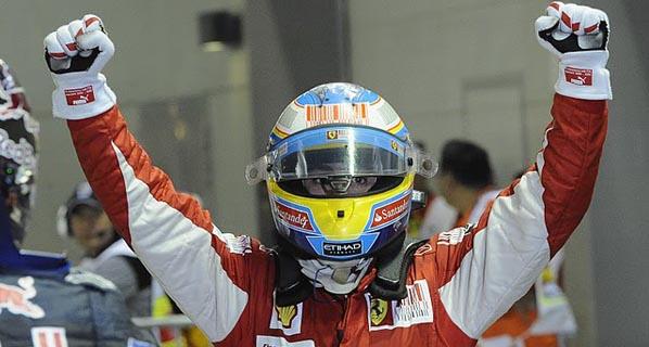 F1: Alonso reina en la noche de Singapur