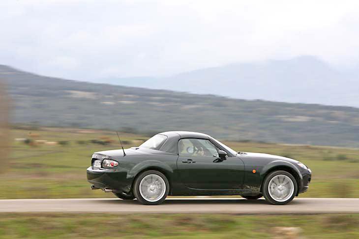 Mazda MX5 Roadster Coupé.