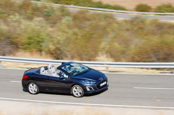 Peugeot 308 CC 1.6 THP Allure vs VW Eos 1.4 TSI Excellence