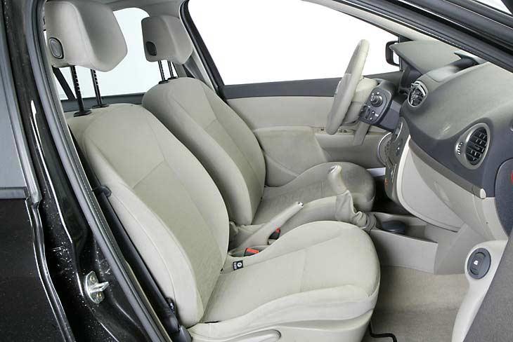 Los asientos son cómodos y bastante convencionales.