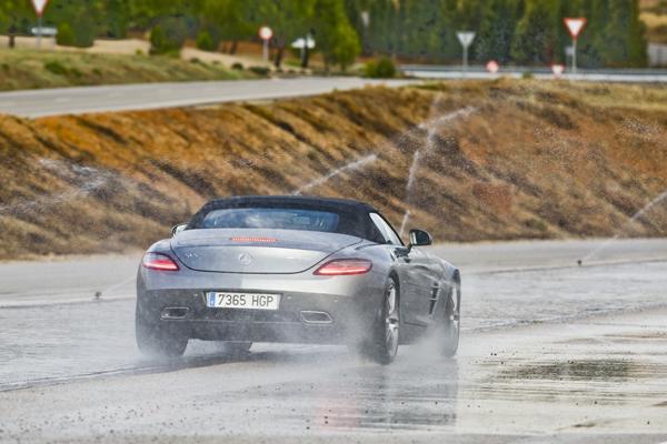 Mercedes SLS AMG Roadster contacto
