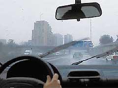 La lluvia revienta el tráfico de Madrid