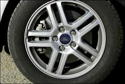 De serie lleva neumáticos 205/55 R 16.