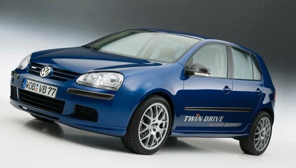 VW Golf híbrido: futuro verde probando