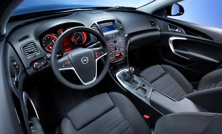 Contacto Opel Insignia detalles