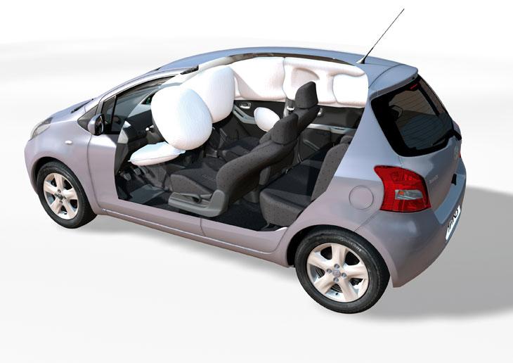 Cuenta con airbag de rodillas, toda una novedad en el segmento.