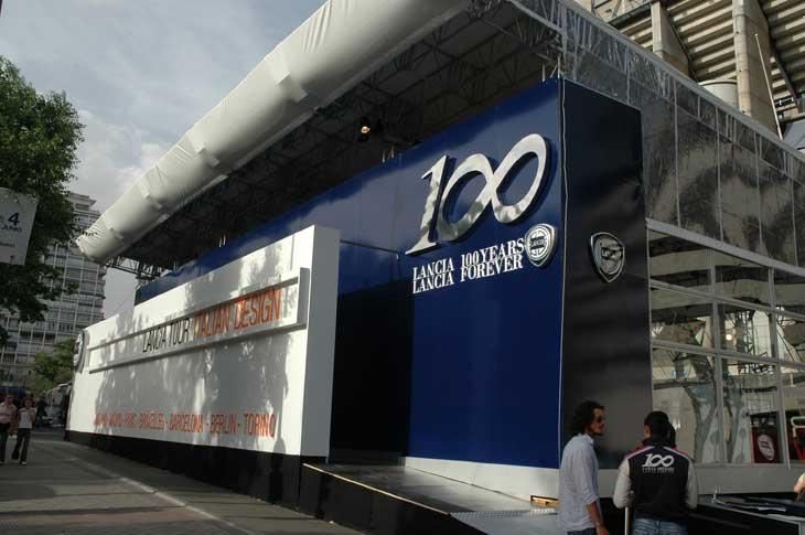 La sede de la exposición estuvo ubicada cerca del estadio de fútbol Santiago Bernabéu.