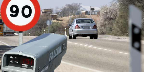 Descienden las multas de los radares fijos