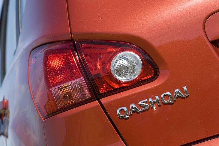 Nissan Qashqai Vs Suzuki SX4 exterior