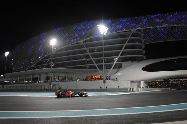Lewis Hamilton logró la última pole del año
