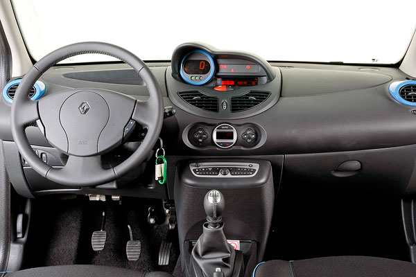 Renault Twingo 1.2 75 CVEmotion vs Volkswagen White Up! 75