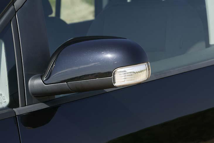 Volkswagen ha optado por los intermitentes integrados para este modelo.