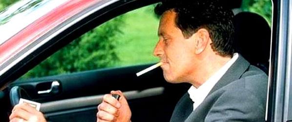 ¿Prohibirías fumar al volante?